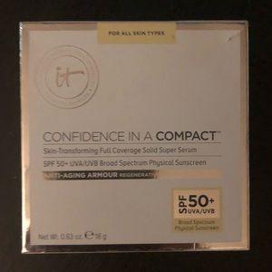 it (2) Confidence in a Compact Serum SPF50 FAIR